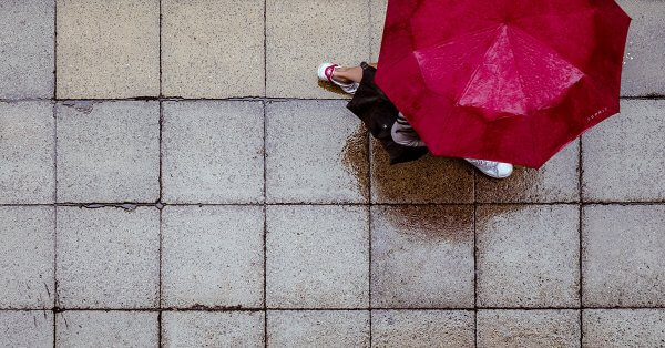 Person mit Regenschirm. © pixabay.com