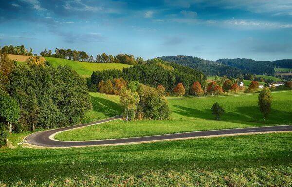 Österreichische Landschaft im Herbst ©pixabay.com - https://pixabay.com/en/landscape-road-hill-austria-2806210/