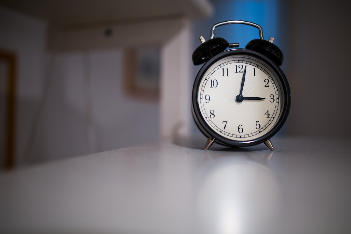 Uhr auf einem Tisch ©pexels.com - https://www.pexels.com/photo/time-clock-sleep-count-34584/