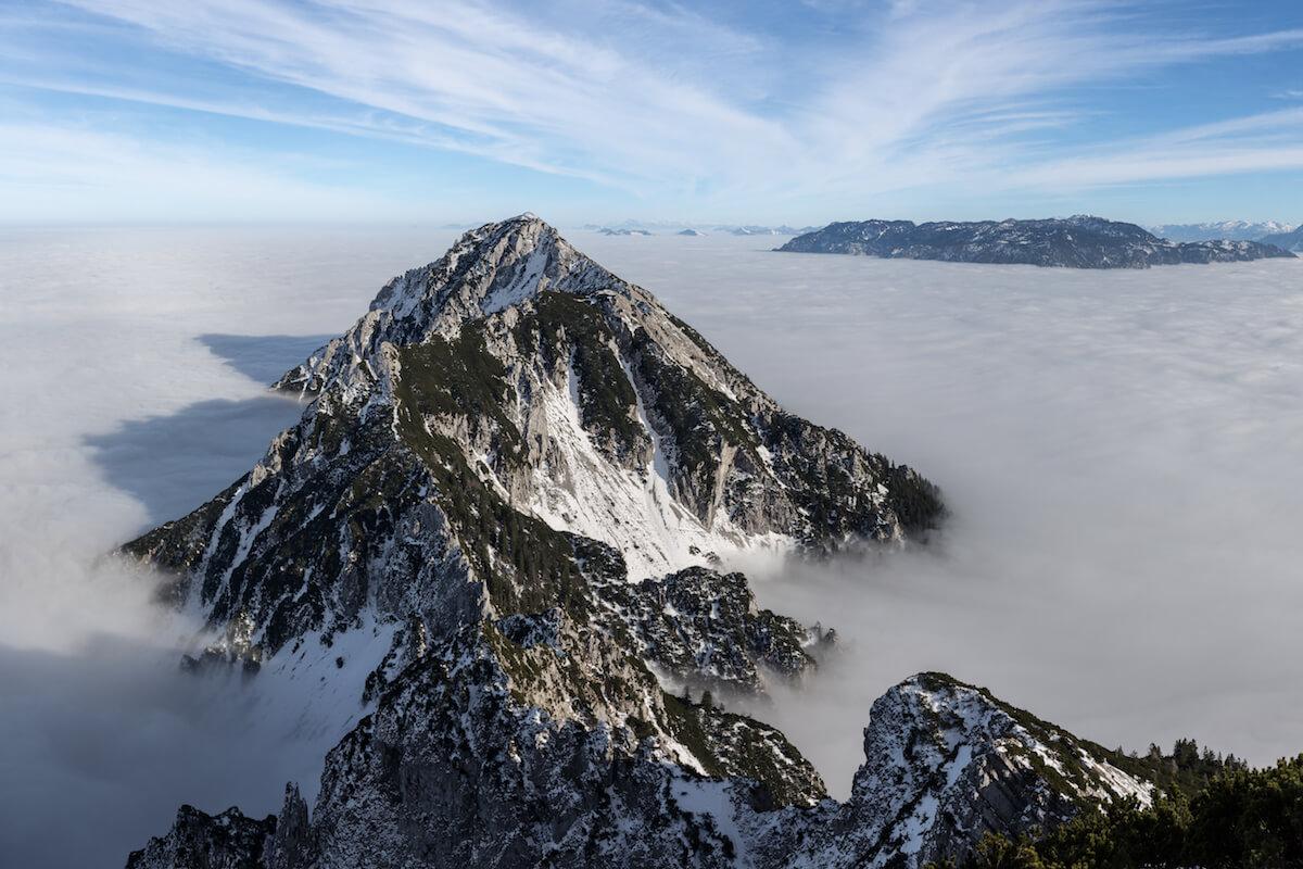 Berge im Nebel ©shutterstock.com/outdoorpixel