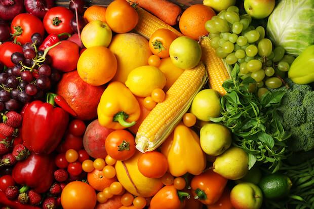 Obst und Gemüse. ©shutterstock.com/Africa Studio - https://www.shutterstock.com/de/image-photo/colorful-fruits-vegetables-background-321864554?src=iU0Wg33XXkIWQnQH2axkSw-1-6