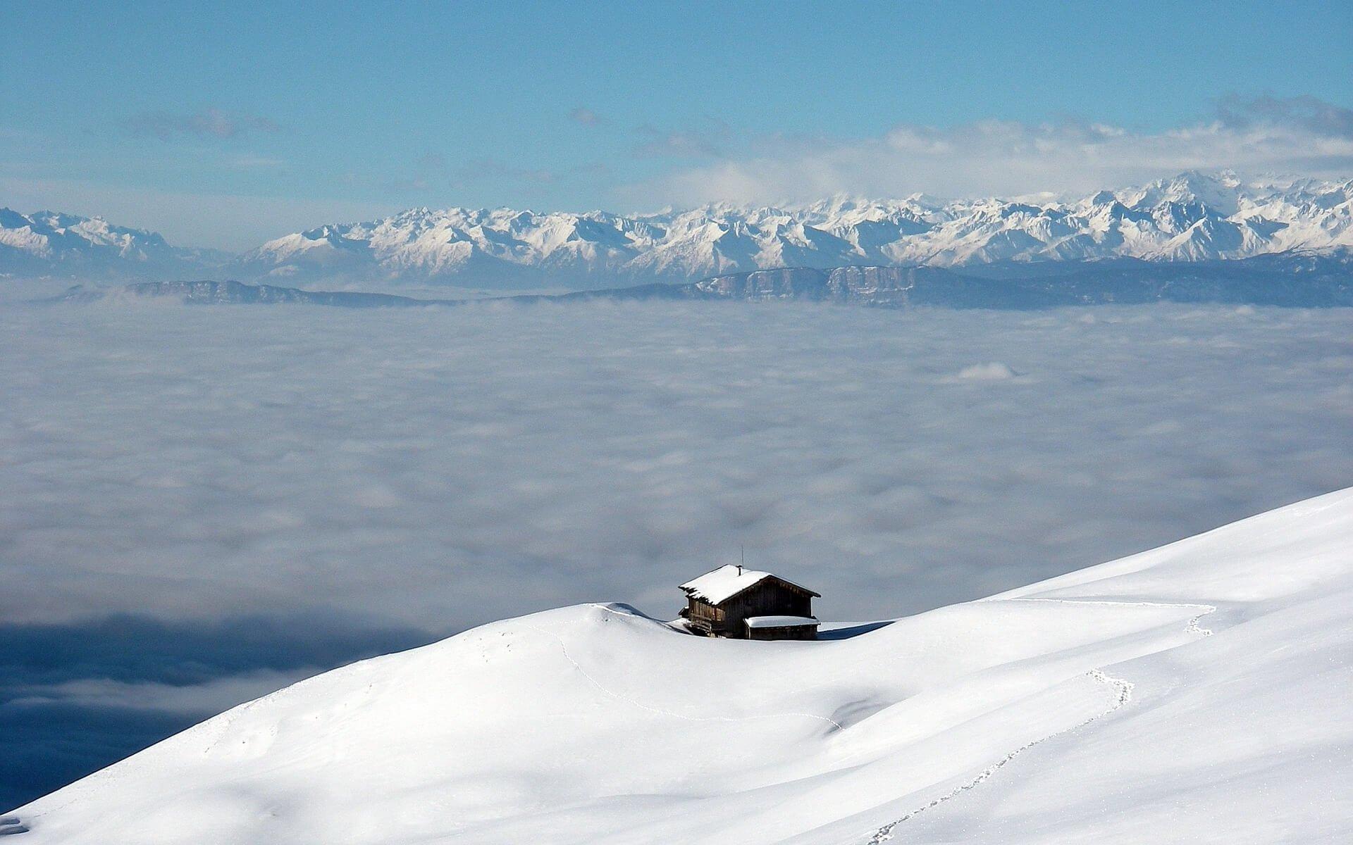 Über dem Nebel herrscht strahlend sonniges, sehr mildes Winterwetter ©pixmartin.