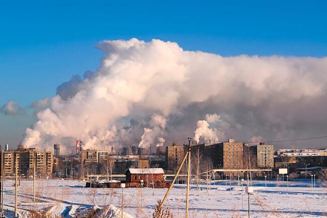 Emissions und Industrieschnee. @shutterstock.com/Anatoliy Berislavskiy
