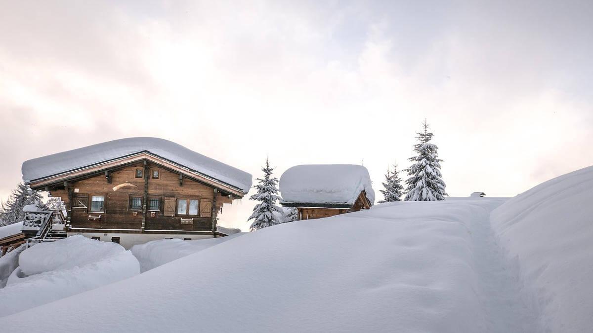 Große Schneemassen