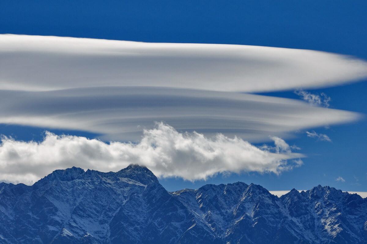 Föhnwolken über den Bergen ©Bob Hilscher