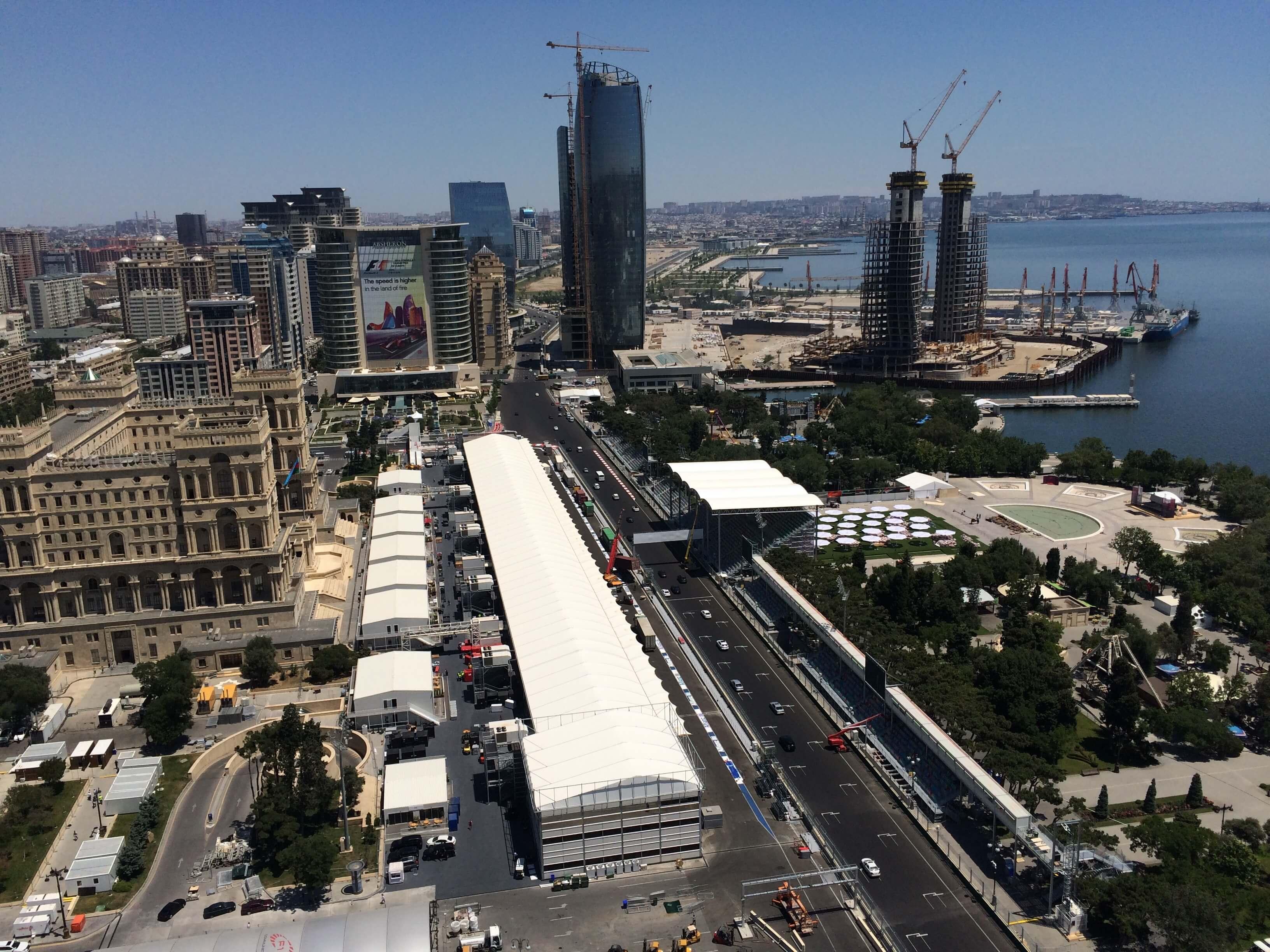 Blick auf das Fahrerlager in Baku © Steffen Dietz, UBIMET
