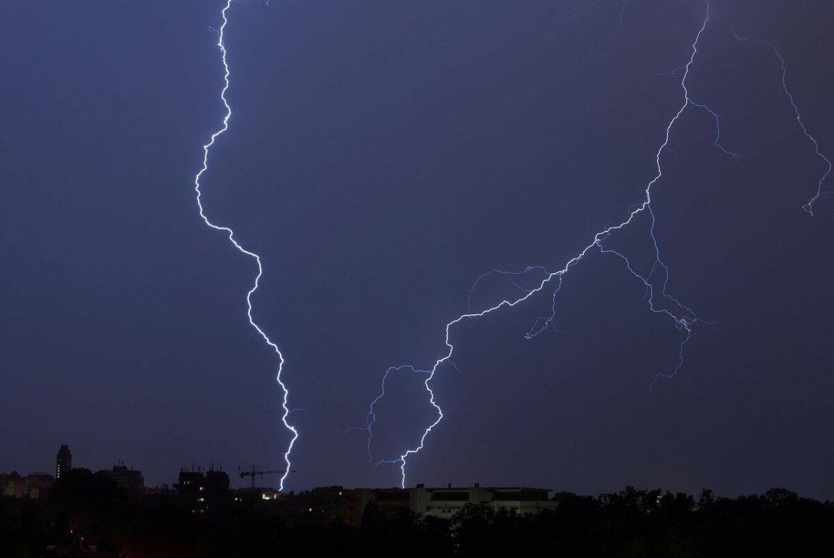 Kräftige Gewitter am Nachthimmel © pixabay