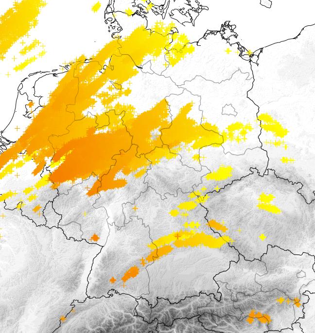 Blitze von Sonntagnachmittag bis Sonntagnacht. © nowcast / UBIMET