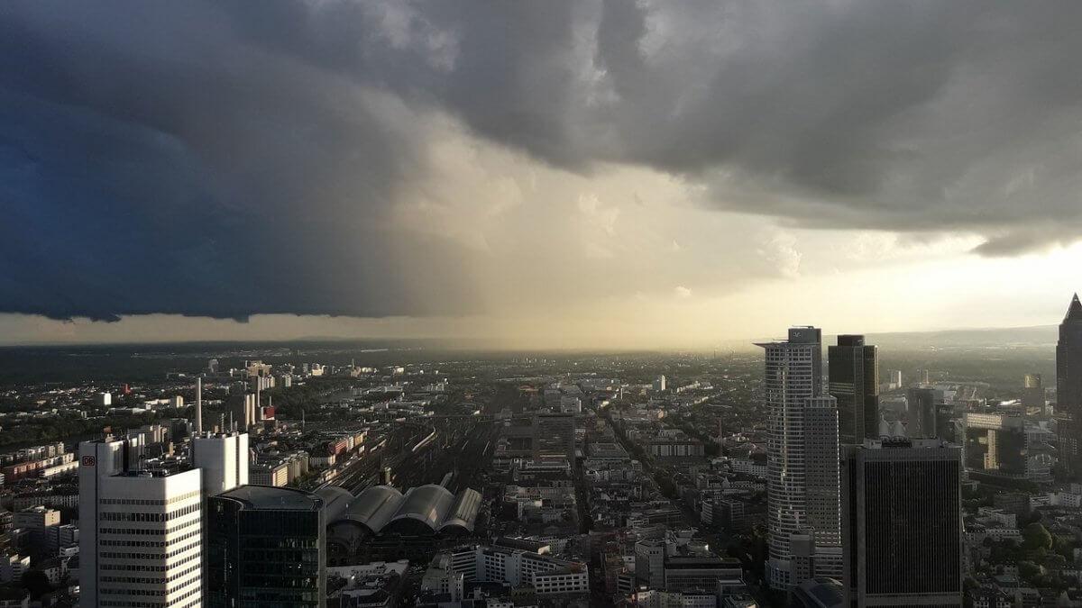 Kräftiges Gewitter über Frankfurt am Main © pixabay