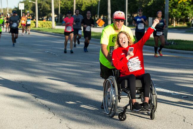 Laufe für die, die es nicht können: 100% der Startgelder fließen direkt in die Rückenmarksforschung. @ Robert Snow for Wings for Life World Run
