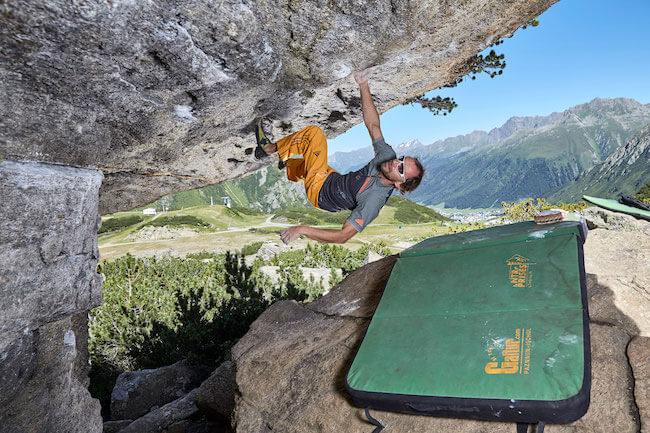 Bouldern in den Bergen.