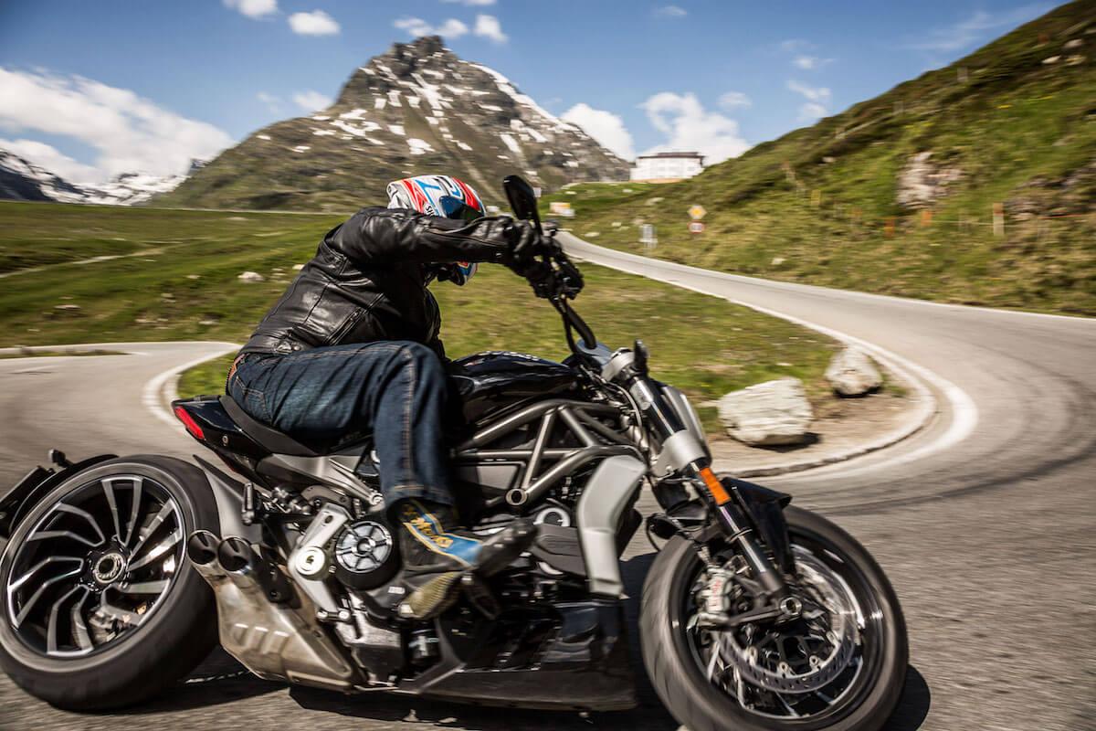 Bild eines Motorradfahrers.
