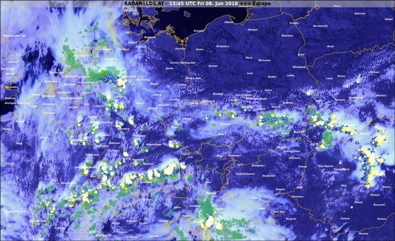 Radar- Blitz- und Satellitendaten um 15:45 Uhr - © UBIMET, EUMETSAT, nowcast
