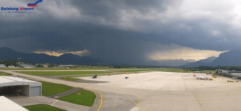 Webcam-Bild vom Salzburger Flughafen um 14 Uhr - Quelle: https://livecam.salzburg-airport.com/#