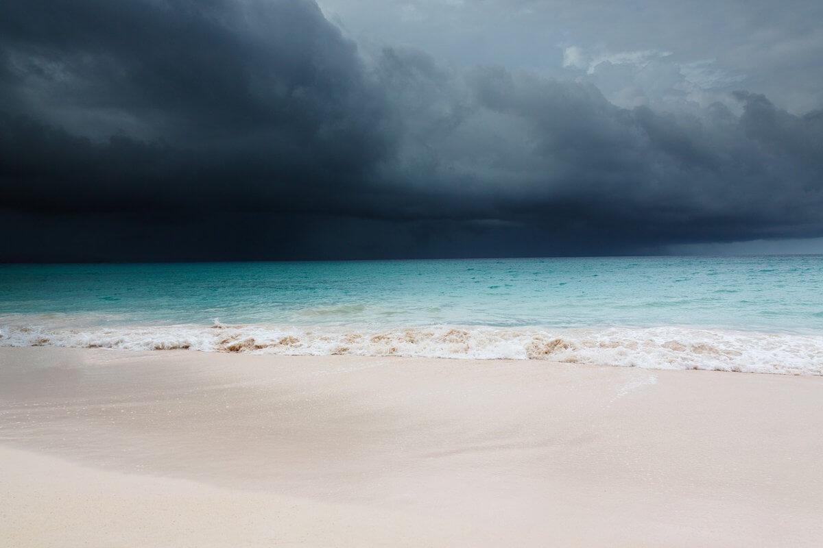 Ein Hurrikan zieht über den Atlantik.