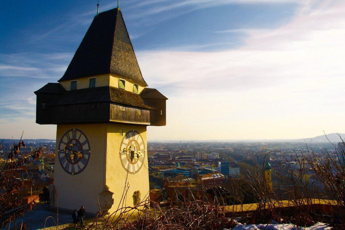 Sonne und Wolken in Graz.