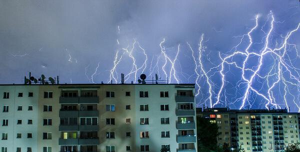 Blitzshow am Nachthimmel
