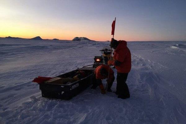 Forscher bei ihrer Arbeit in der Antarktis