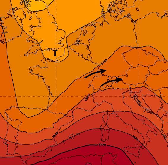 Aus Südwesten gelangen feuchte und gewitteranfällige Luftmassen ins Land.