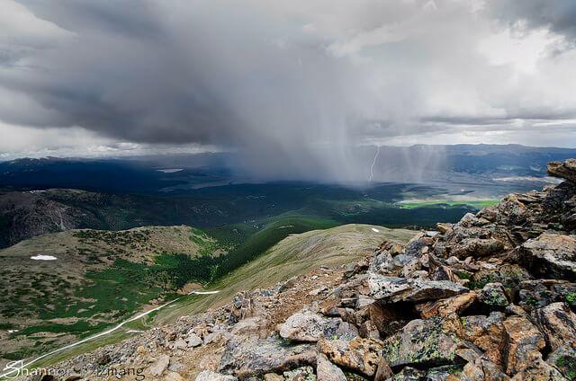 Am Samstag drohen kräftige Gewitter in den Alpen.