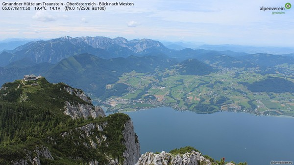 Blick vom Traunstein auf den Traunsee in Oberösterreich