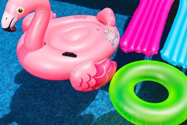 Ein Pool bietet bei 34 Grad willkommene Erfrischung.