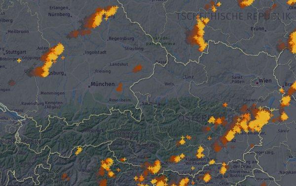 Aktuelle Blitze um 14:00 Uhr. © UBIMET