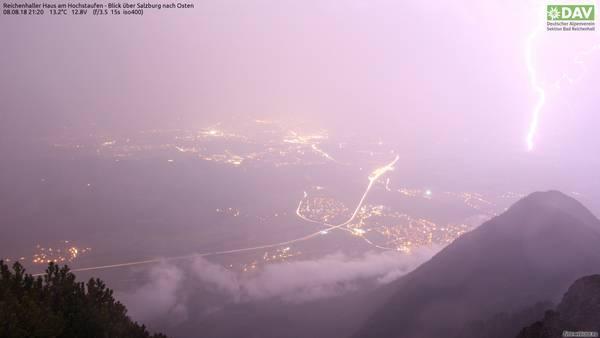 Blick auf Salzburg während des Gewitters