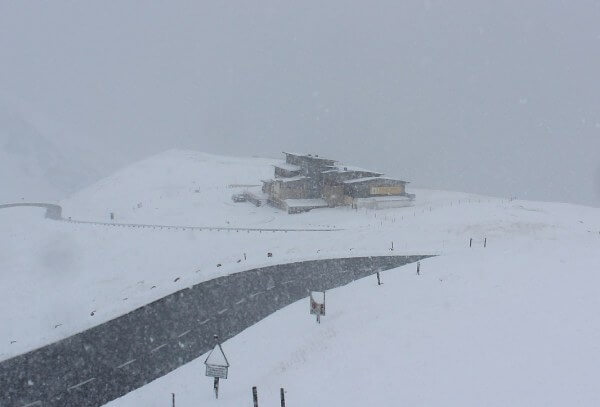 Der erste Gruß vom Winter bringt im Hochgebirge 30 cm Schnee