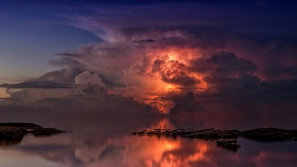 Beispielhaftes Bild eines Gewitters © https://pixabay.com/en/users/jplenio-7645255/