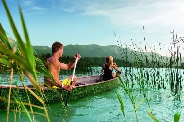 Kanufahrendes Pärchen am Faaker See
