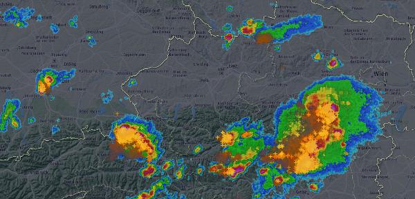 Radar und Blitze 15:55 Uhr. © UBIMET, Austrocontrol