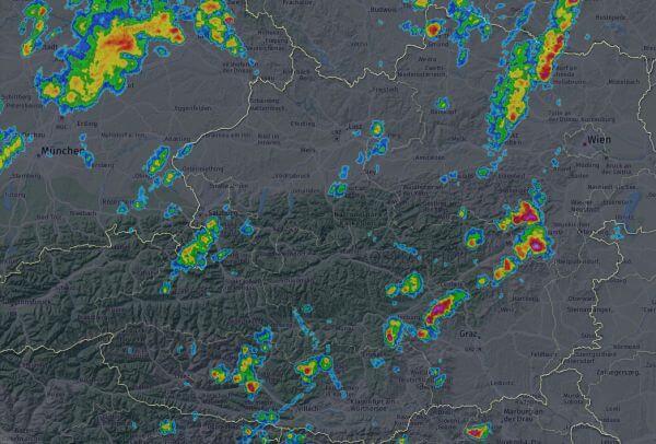 In der Steieramrk und Niederösterreich gibt es erste kräftige Gewitter