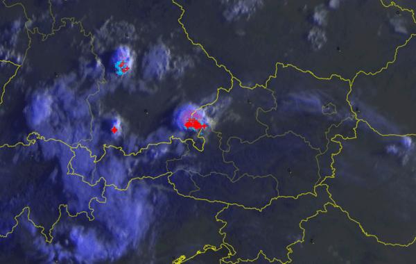 Satellitenbild zeigt Gewitter im Westen
