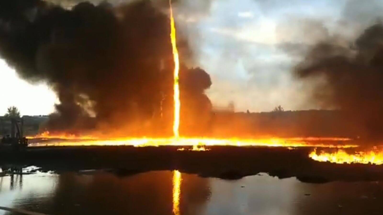 Firenado bei Leicestershire, https://news.sky.com/