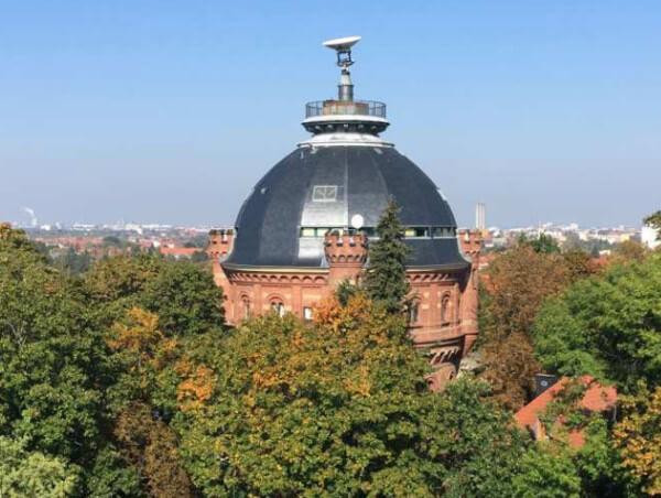 Hier im Berliner Wetterturm des Met. Instituts der FU Berlin werden die Patenschaften vergeben und wird das Wetter beobachtet, @ www.wetterpate.de
