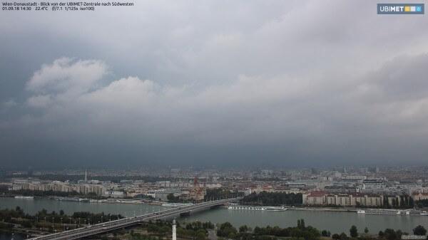 Das Gewitter zieht auf Wien zu. © www.foto-webcam.eu