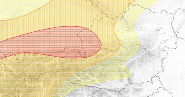Besonders im Grenzbereich zu Bayern gehen Schauer und Gewitter nieder.