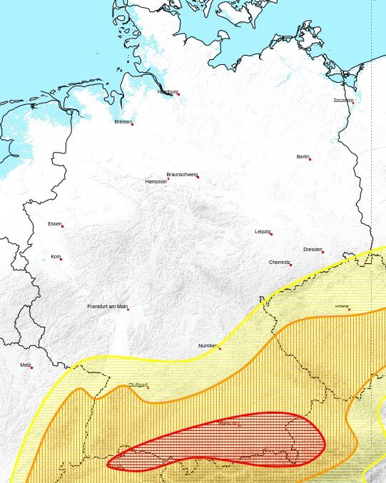 Besonders am Alpenrand sind lokal kräftige Gewitter zu erwarten.