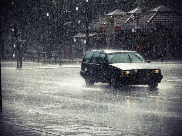 Gewitter und Regen.