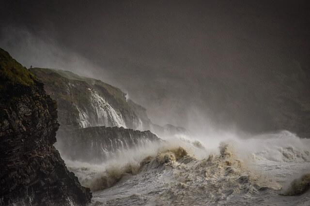 Stürmische See an der irischen Küste