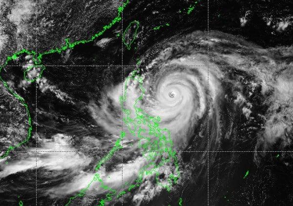 Supertaifun Mangkhut trifft mit Böen um 300 km/h auf die Philippinen