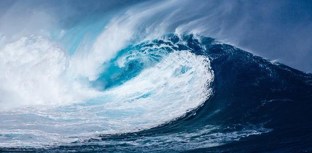 Hurrikan LESLIE sorgt für hohe Wellen.