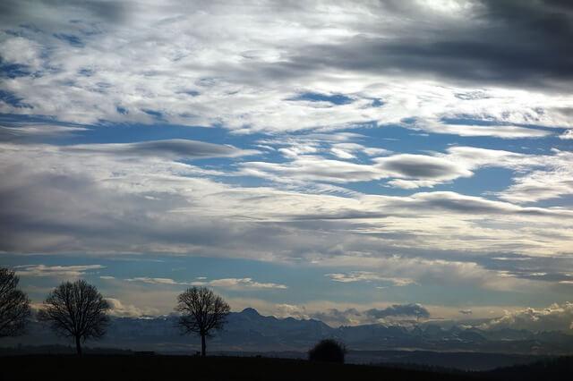 Typische Wolkenformationen bei Föhn.