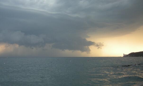 Ein kräftiges Gewitter an der Adria. © NIkolas Zimmermann