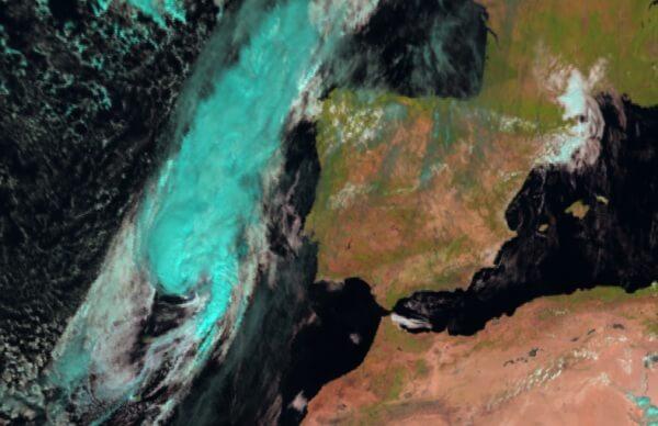 Der Hurrikan der Kategorie 1 trifft am Samstagabend auf Portugal
