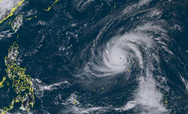 Supertaifun YUTU wirbelt im Pazifik