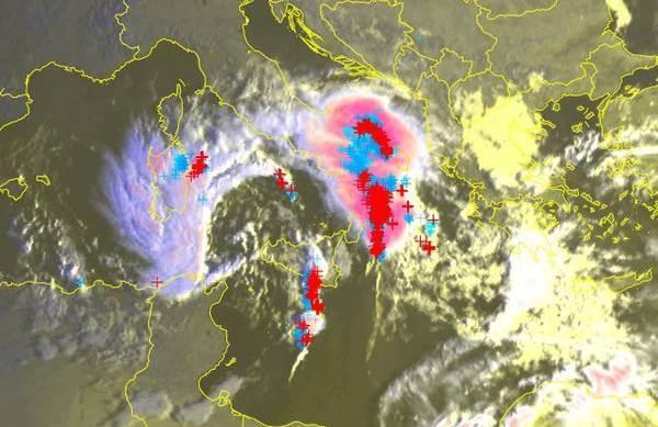 Derzeit toben heftige Gewitter über Italien