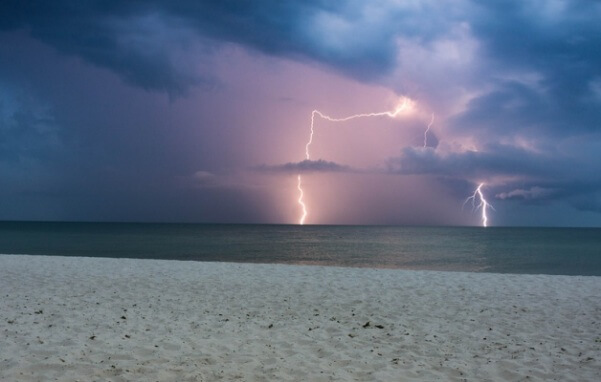 Im Herbst gehen im Mittelmeer kräftige Gewitter nieder