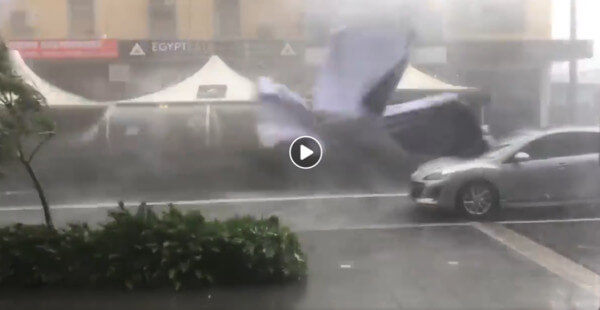 Screenshot eines Videos vom Downburst in Sydney @ https://www.facebook.com/cyclone.of.rhodes
